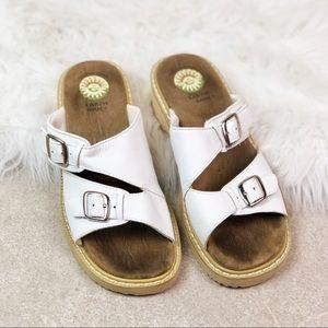 Earth White Leather Hamilton Sandals